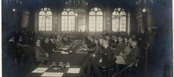 204536_Sala_obrad_na_Konferencji_Pokojowej_w_Rydze_w_1920